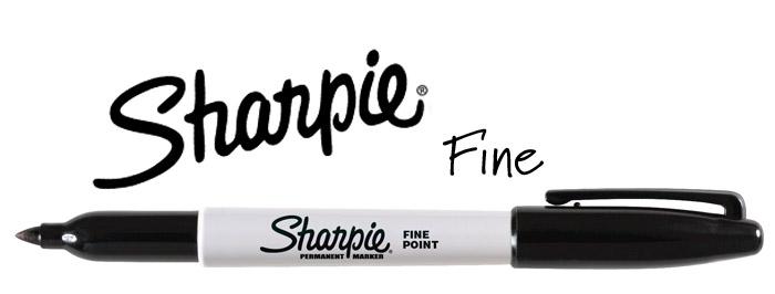 例えば、Sarpieのペンは海外のDIYで定番中の定番なのですが、日本での流通は色数共に少ないです。