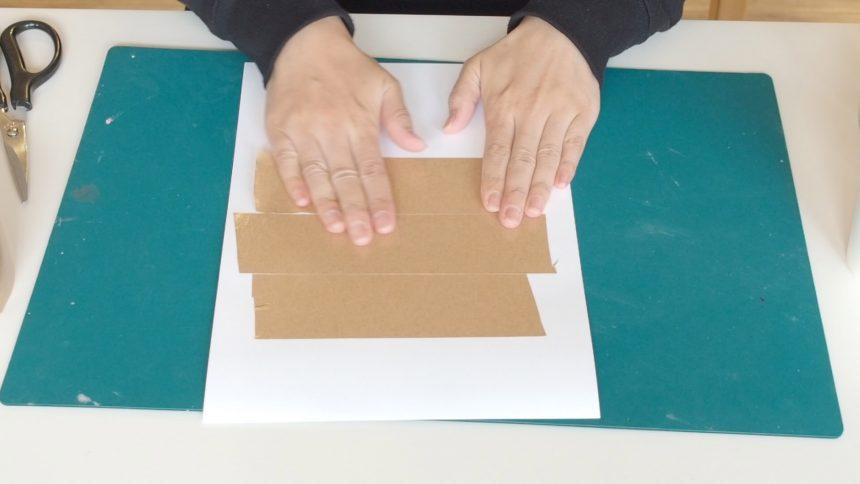 型紙にガムテープで補強と防水加工