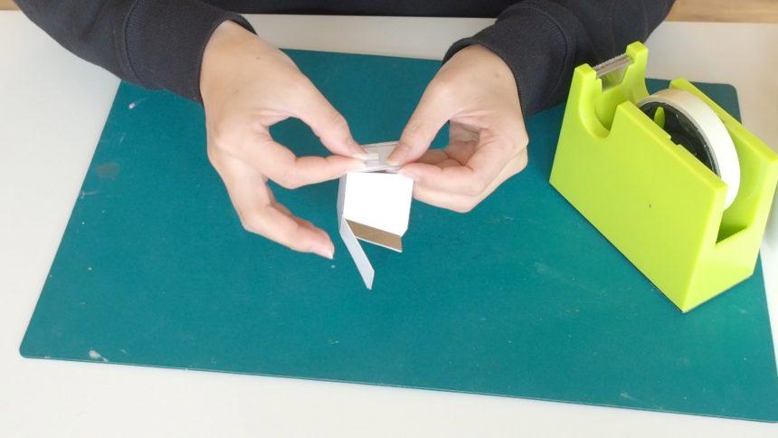 型紙を組み立てる